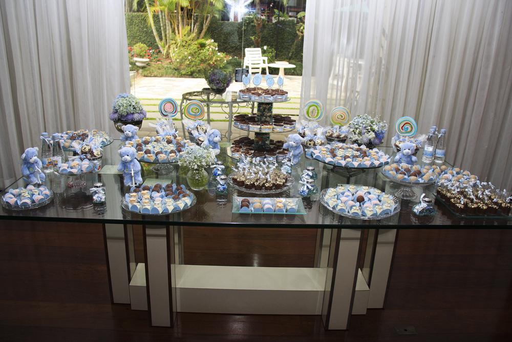 mesa de doces! na mesa de vidro só peças de cristal, vidro e espelho