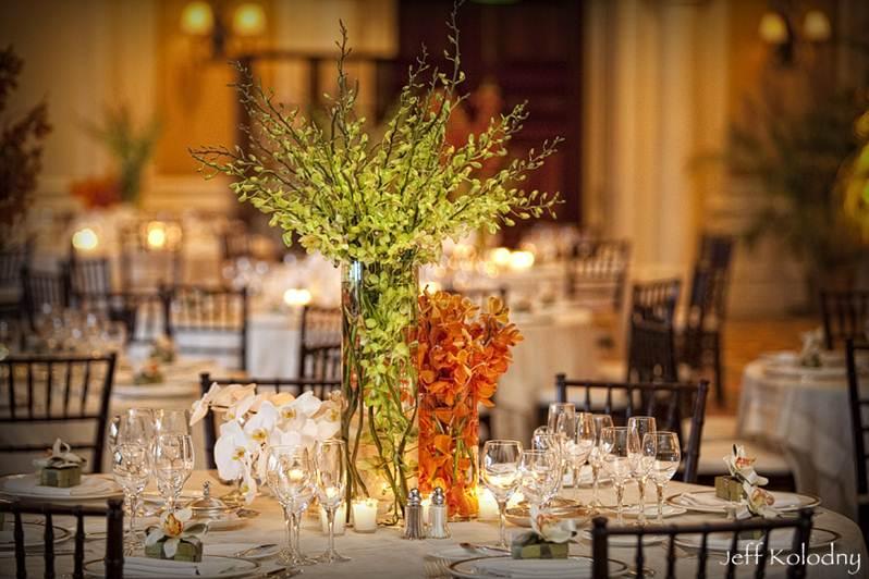 casamento com decoracao branca e laranja  Amarelo Ouro